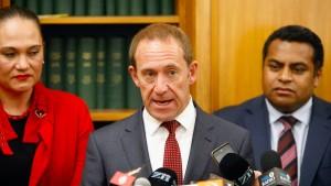 Oppositionschef tritt kurz vor Wahl zurück