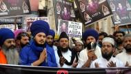 Demonstranten in Indien nach der Ermordung eines acht Jahren alten Mädchens