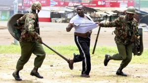 Menschenrechtler prangern Polizeigewalt in Kenia an