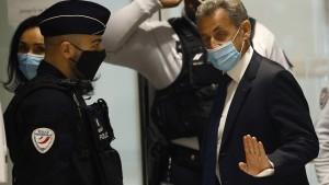 Frankreichs früherer Präsident Sarkozy zu einem Jahr Haft verurteilt