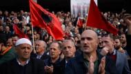 Gefährliches Geschäft: Demonstration in Prishtina gegen einen Landtausch zwischen dem Kosovo und Serbien.