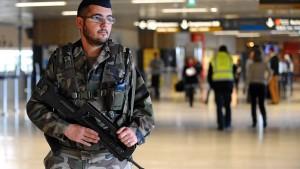 Auch Frankreich verschärft Flughafenkontrollen