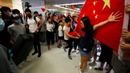 Polizei trennt Protestler in Hongkong