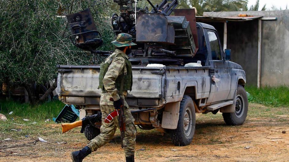Ein Kämpfer der international anerkannten libyschen Regierung im Januar in Tripolis