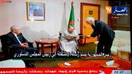 Unwürdiger Abgang: Bouteflika überreicht sein Rücktrittsschreiben.