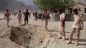 Dutzende Polizisten bei Anschlag auf Kaserne getötet