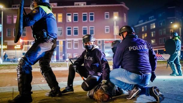 Dutzende Festnahmen nach Krawallen in den Niederlanden