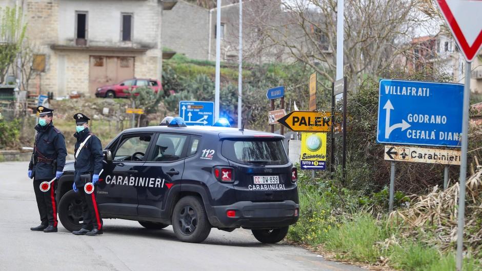 Italienische Carabiniere müssen in Palermo nun auch Einkaufsläden bewachen (Symbolbild)