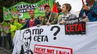 Zehntausende Menschen gingen am Wochenende gegen TTIP und Ceta auf die Straße.