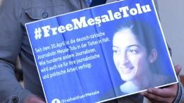 Mesale Tolu muss in Untersuchungshaft bleiben