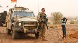 Bundeswehr riegelt Stadt in Mali ab