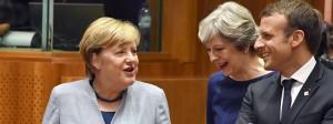 Freundlich im Umgang, hart in der Sache: Angela Merkel und Emmanuel Macron lachen mit Theresa May.