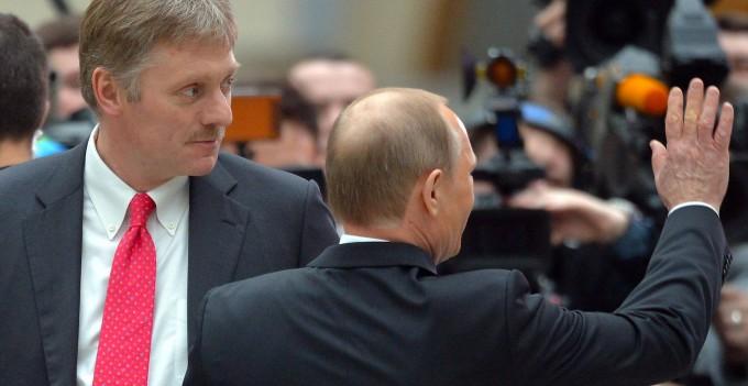 Kreml-Sprecher Dmitri Peskow und Wladimir Putin im Jahr 2015