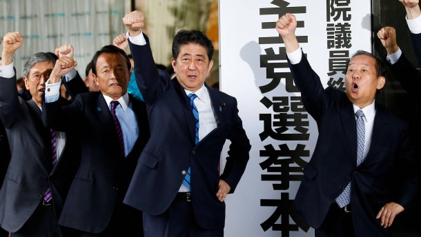 Abe macht den Weg für Neuwahlen frei