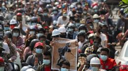 Die Demonstranten trauern – und protestieren weiter
