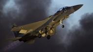 Ein israelisches F-15-Kampfflugzeug bei einer Übung