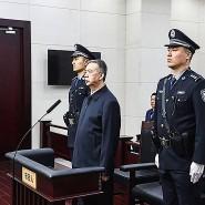 Meng Hongwei bei seinem Schuldspruch am Dienstag im Gericht in Tianjin