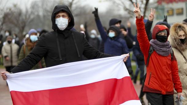 Mehr als 300 Festnahmen und Polizeigewalt in Minsk