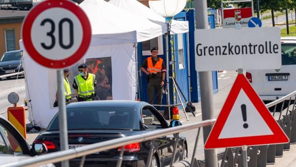 Grenzkontrollen in Europa sollen Mitte Juni auslaufen