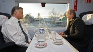 Wladimir Jakunin mit dem russischen Präsidenten Wladimir Putin im Dezember 2009.