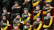 Allzeit bereit: Hizbullah-Kämpfer bei der Beisetzung gefallener Kameraden