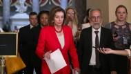 Nancy Pelosi stimmte dem Zuwanderungspaket nur ungern zu.