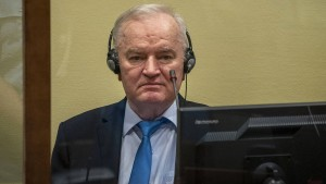 Gericht bestätigt Urteil gegen Mladić