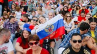"""Nationale Psychotherapie"": Russische Fans vor dem Spiel gegen Uruguay."