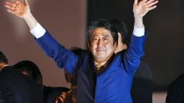 Abe wirbt nach Wahlsieg für Verfassungsreform