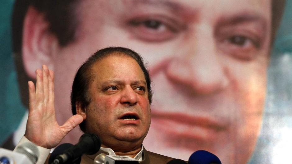 Der frühere pakistanische Regierungschef Nawaz Sharif muss wegen Korruption sieben Jahre in Haft.