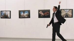 Zwei Haftbefehle nach Mord an russischem Botschafter
