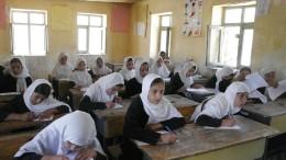 Taliban kündigen Wiederöffnung der Mädchenschulen an