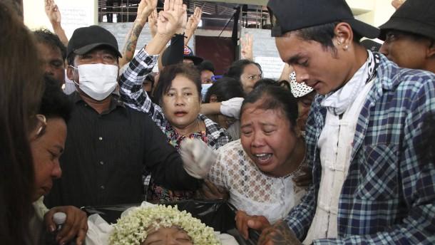 Wieder zahlreiche Tote bei Protesten gegen Militärputsch