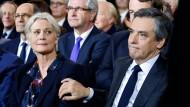 Wegen der Affäre um die mutmaßliche Scheinbeschäftigung seiner Frau steht François Fillion knapp drei Monate vor der Präsidentenwahl immer stärker unter Druck.