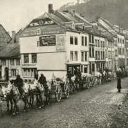 Britische Truppen marschieren durch das damals noch deutsche Malmedy, das heute zu Belgien gehört.