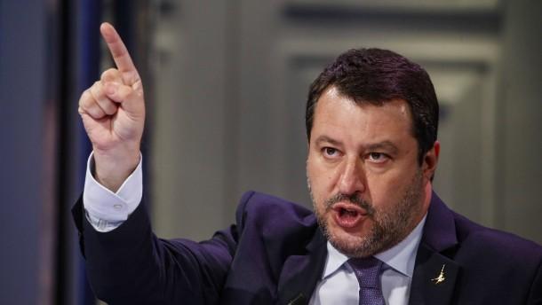 Salvini sammelt Unterschriften gegen Ausgangssperren
