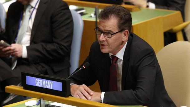 Entwicklungsminister Müller verlangt mehr Hilfe für Flüchtlinge