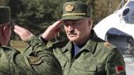 Alexandr Lukaschenko am Sonntag in der Nähe von Baranowitschi