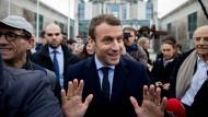Der französische Präsidentschaftskandidat Emmanuel Macron vor dem Kanzleramt: Kommt mir nicht zu nahe.