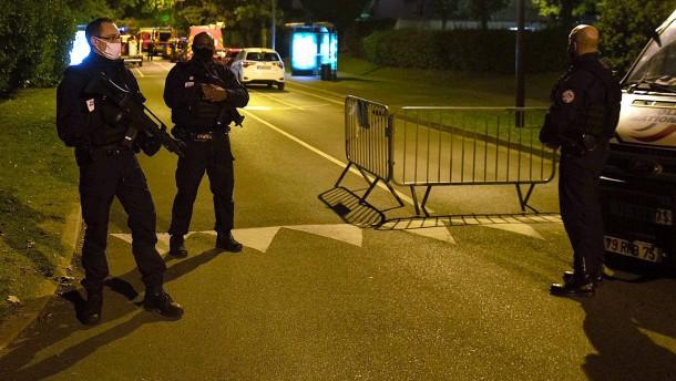 Sicherheitsbehörden nehmen neun Menschen in Haft