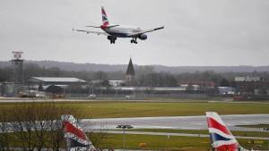 Londoner Flughafen Gatwick nimmt Betrieb wieder auf