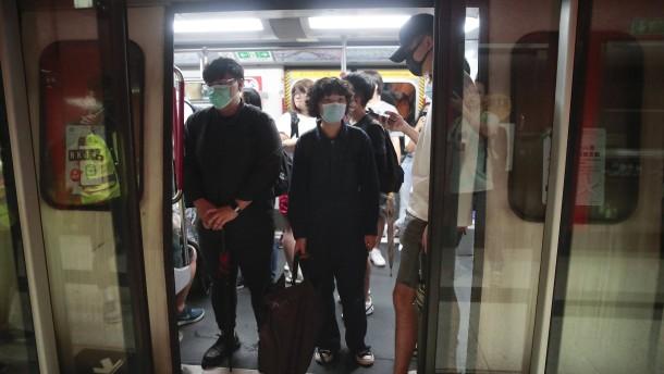 Protestler blockieren U-Bahnen