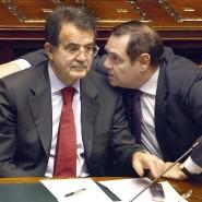 Der damalige Justizminister Clemente Mastella (rechts) mit Ministerpräsident Romano Prodi 2006 im Parlament in Rom