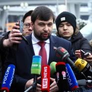 Der Donezker Separatistenführer Dennis Puschilin (rechts) war am Freitag schon am Minsker Flughafen.