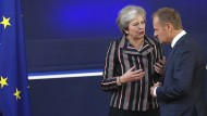 Einig: Die britische Premierministerin May und der Ratsvorsitzende Tusk