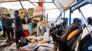"""Italien erlaubt """"Sea-Watch 4"""" Einfahrt in Hafen von Palermo"""