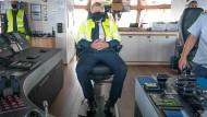 Boris Johnson am Donnerstag bei einer Schifffahrt vor der Küste Schottlands
