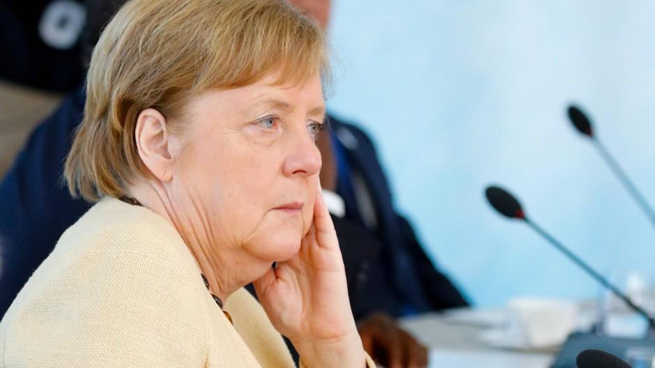 Angela Merkel am Sonntag in Carbis Bay