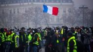 """Die Proteste der """"Gelbwesten"""" am Wochenende eskalierten bis hin zu Gewalt."""