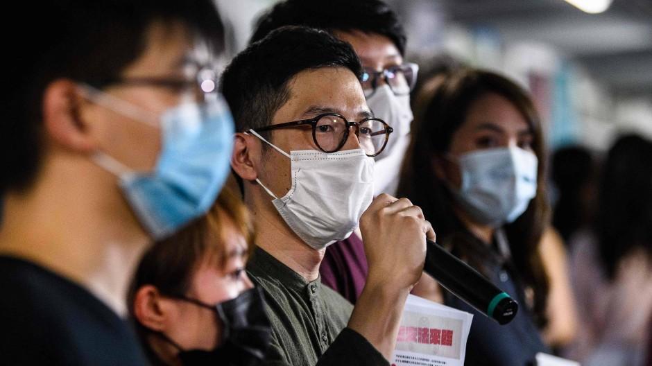 Der Demokratie-Aktivist Law bei einer öffentlichen Aktion Ende Mai in Hongkong.